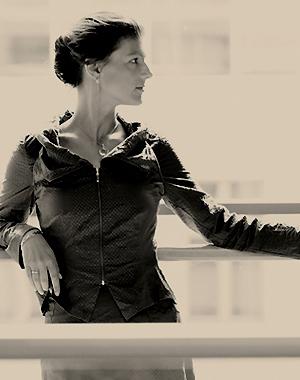 Erschienen in: Fräulein Magazin, 04/2011  Sahra Wagenknecht gilt mit ihren radikalen Ansichten als eine der kontroversesten Politikerinnen des Landes. Die stellvertretende Parteivorsitzende der Linken hält es für zynisch, sich über Krisen zu freuen, doch seit dem Finanzcrash und der drohenden Zahlungsunfähigkeit Griechenlands finden linke Ideen auch in der breiten Bevölkerung immer mehr Zustimmung...