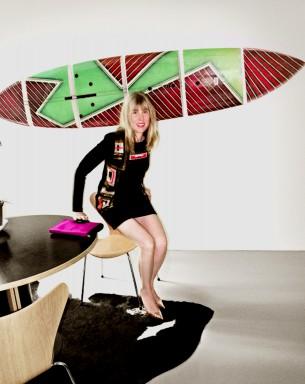 Erschienen in: Brigitte, 19/2013  Frau sein, schlau sein und ein Gespür für Stil haben, dem nie die (geradlinige) Form abhandenkommt: Wie geht das eigentlich? Ein Gespräch mit Angelika Taschen.